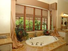 24_Mbath tub